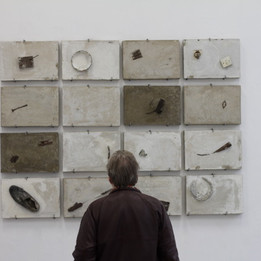 Restoration, 2018 Ciment et matériaux mixtes  129 x 189 x 4,5 cm © Randa Maddah