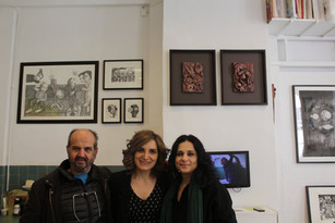 Ossama Mohammed, Randa Maddah et Noma Omran dans l'atelier de Randa Maddah ©Dunia Al Dahan