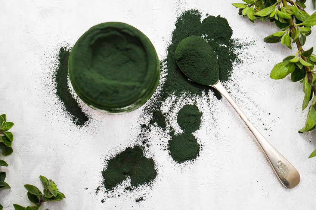 Spirulina green powder isolated with spo