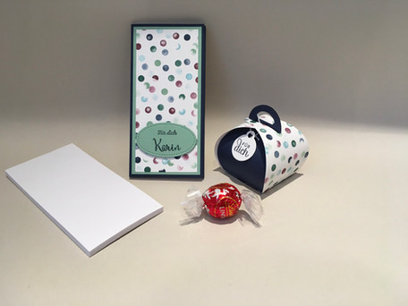 Notizblock und kleine Geschenksbox
