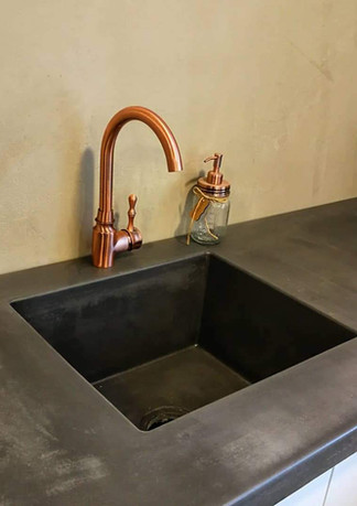 Integrated polished concrete sink