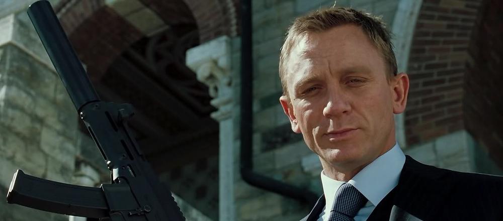 Daniel Craig James Bond gun