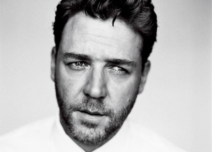 Black and white russell crowe close up