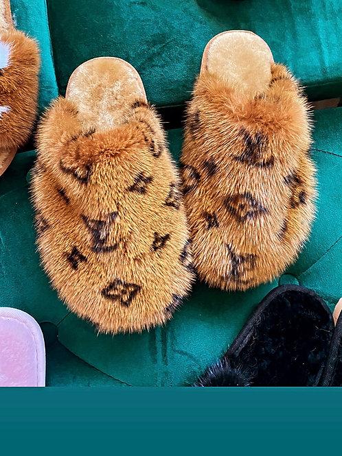 100% Mink Fur Slippers (Closed)