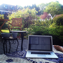 Home Office #terrasse #myprivattoskana #coffee #lovehardermusic #traxsource #tonightcoldplayaftersho