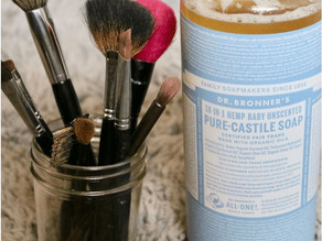 CLEAN YOUR MAKE-UP BRUSHES
