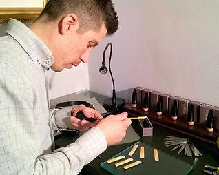Mattia Storti Artigiano e clarinettista al lavoro