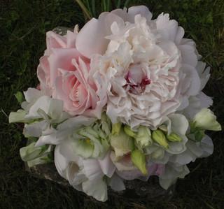 Summer Wedding Bride with Bridal Bouquet- Detail