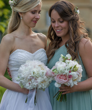 Summer Wedding Bride with Bridal Bouquet - Brides maid with bouquet