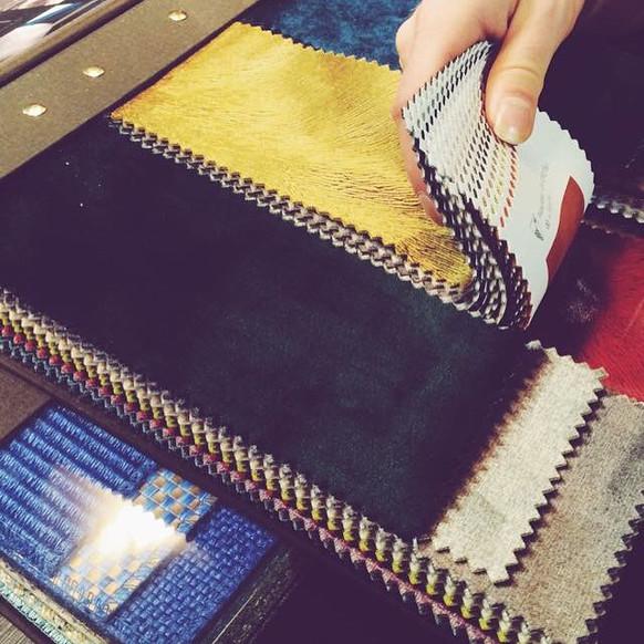 Große Auswahl an Stoff-/Leder-Kollektionen