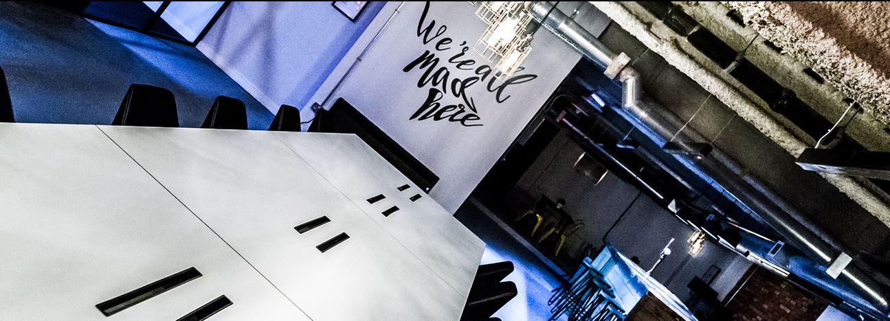 Venaspace Table at night