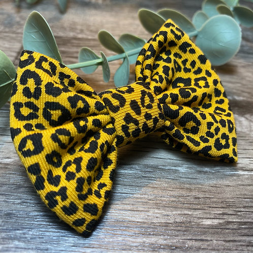 Mini Mustard Leopard Classic Bow Prong Clip