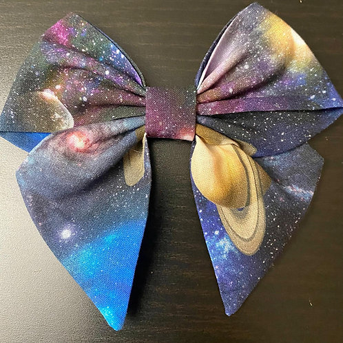 Space Holly Bow