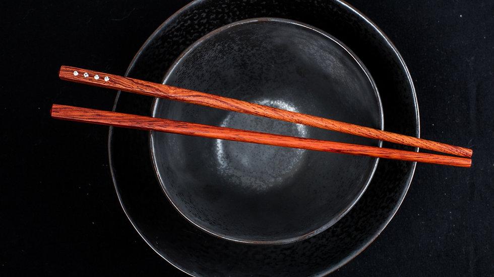 4 Diamonds in each chopstick