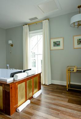 The Colonial Inn Hillsborough Jacuzzi Facade