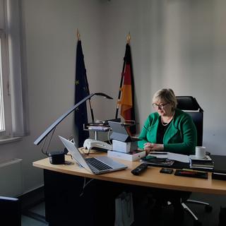KoKo am Schreibtisch (5).jpg