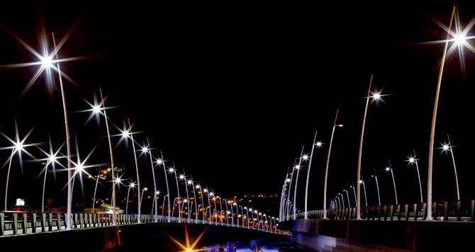 Iluminação pública em destaque