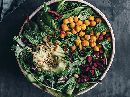 DETOX SALAD WITH KALE, ROASTED CHICKPEAS, BEETROOT & AVOCADO by The Awesome Green