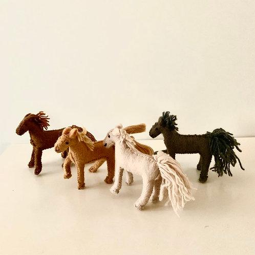 Barn Horses / Set of 4