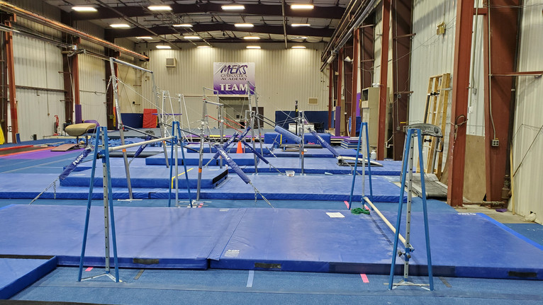 Meks Team Gym: Bars Area