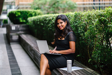 photography-of-woman-using-laptop-126619