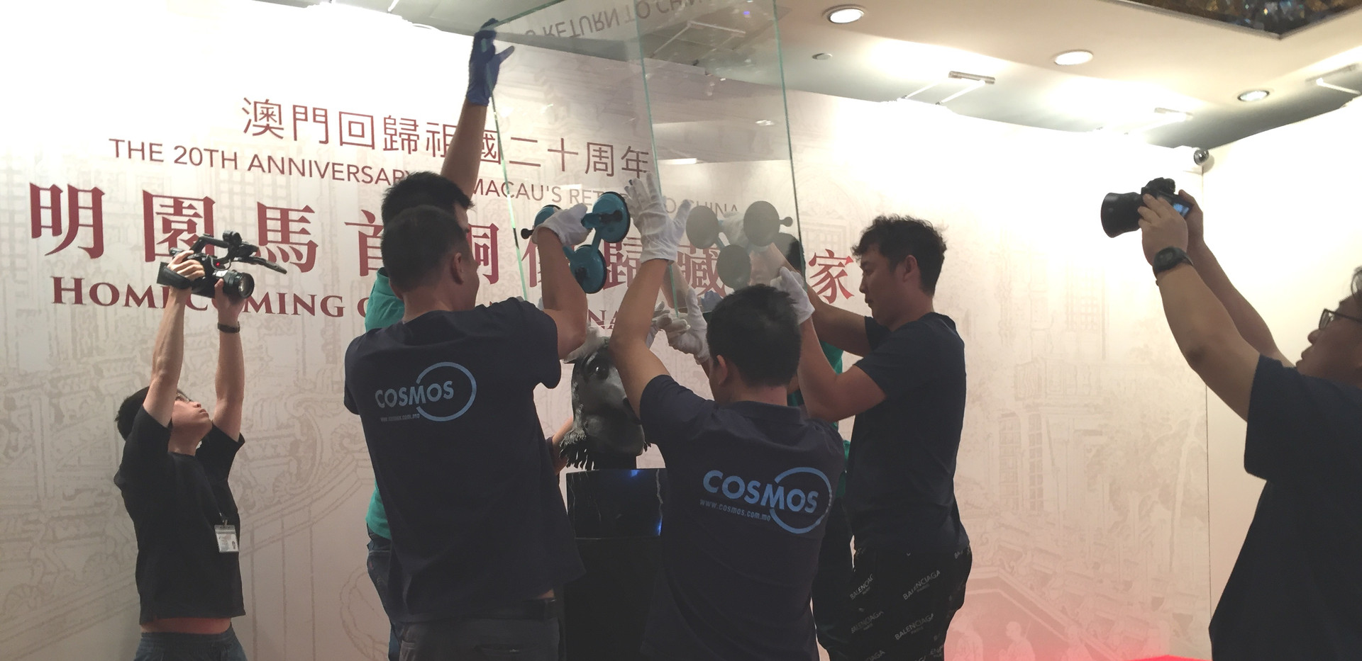 Moving of the chinese national treasure - bronze horse head