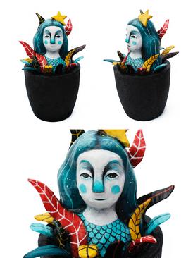 Miss jones In The Seaweeds With New Hat (2019)