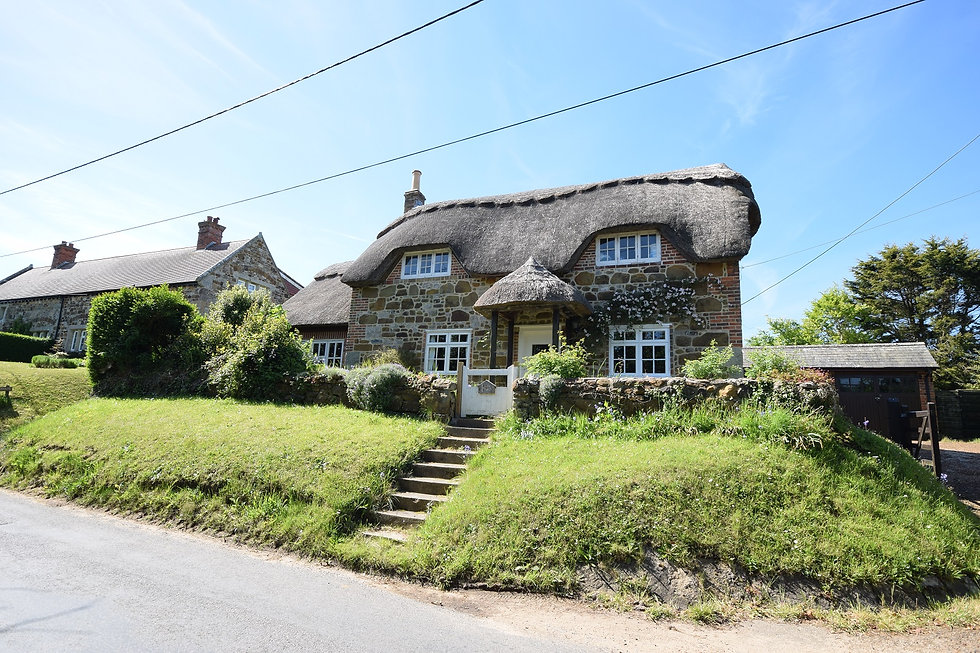 2_Little_Thatch_–_traditional_country_