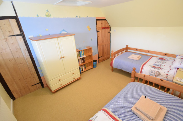 Twin bedroom with plentiful storage