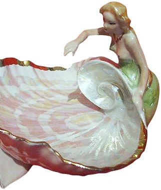 Фарфоровая статуэтка Русалка и дельфин