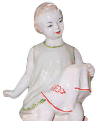 Фарфоровая статуэтка Рукодельница