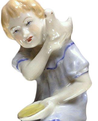 Фарфоровая композиция Девочка с голубем