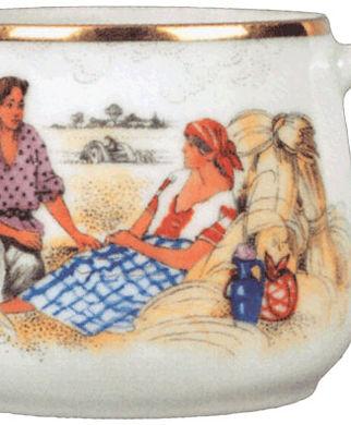 Фарфоровая чашка Отдых на поле