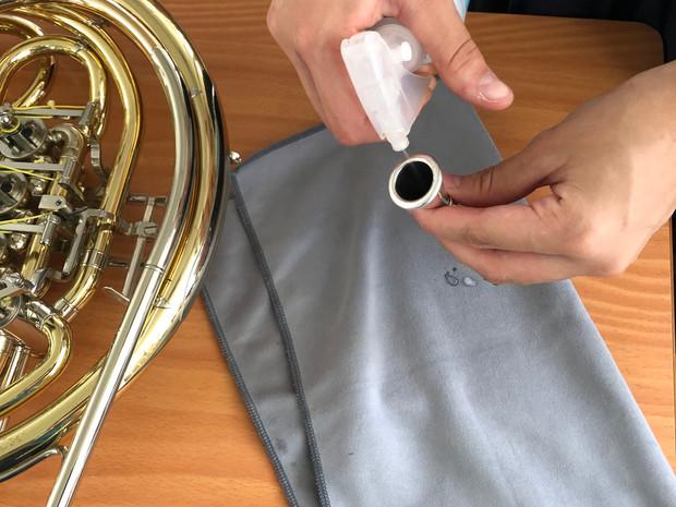 金管楽器のマウスピースに