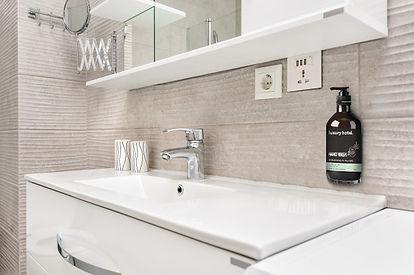 sink-modern-bathroom_97070-702.jpg