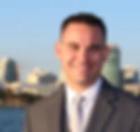 businessman-481113_1920_edited.jpg
