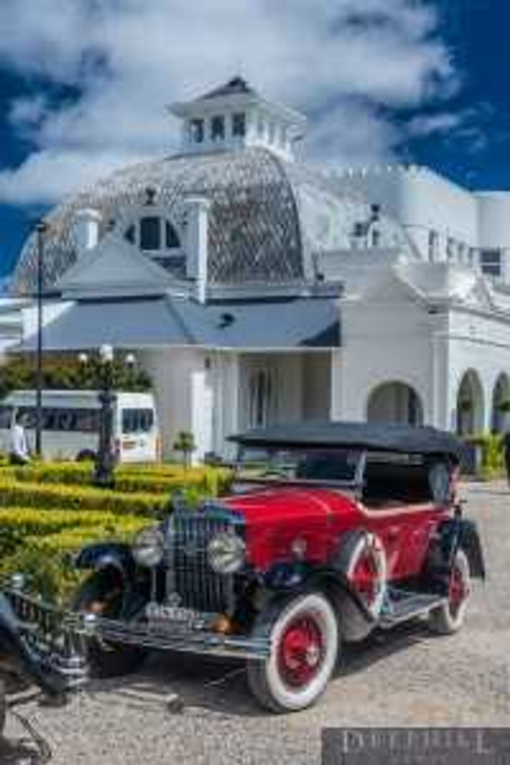 The original Blue Mountains party palace will rev up for the Hydro Majestic Super Car Rally