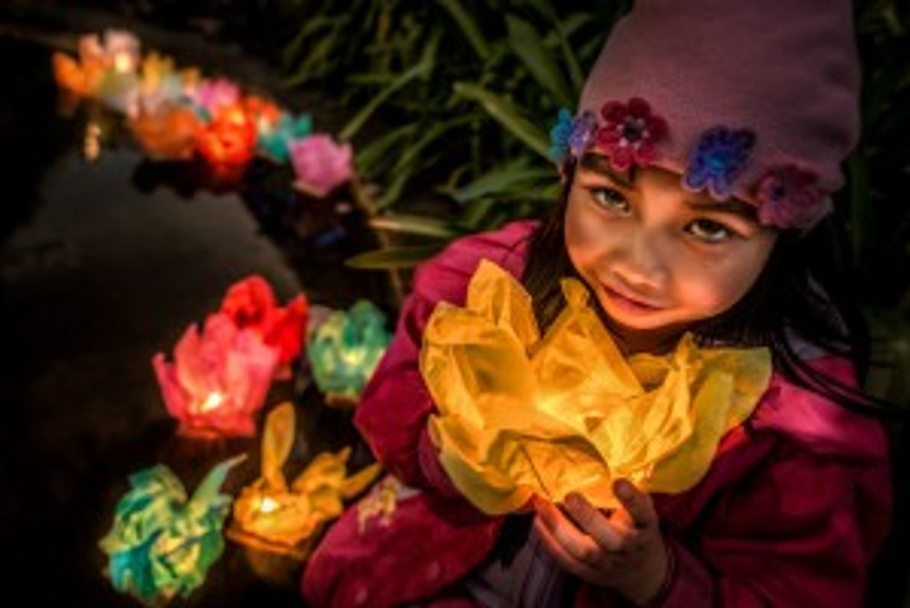 Floating lanterns were an attraction for children