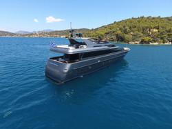 Motor yacht SUMMER DREAMS - Stern shot