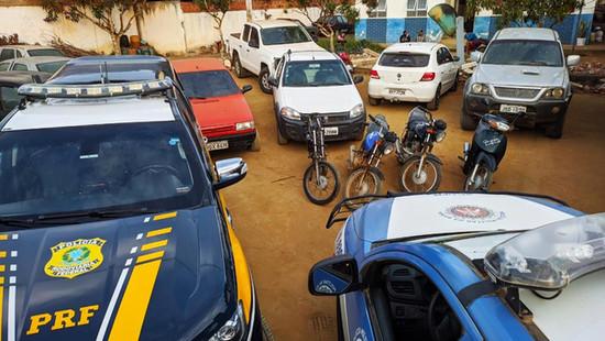 Maracás: polícias recuperam 8 veículos roubados