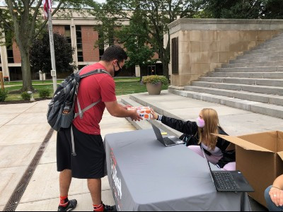 Jewish Students Celebrate 'Sweet' High Holidays on Campus