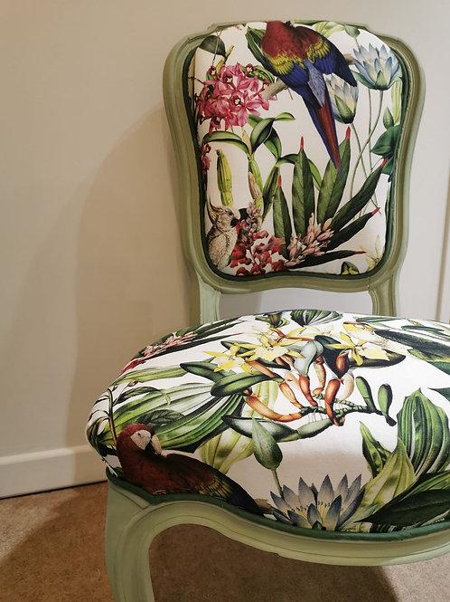 Chaise fleurie style médaillon