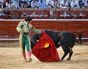 Daniel Luque corta dos orejas y Morante, una en el arranque de las Colombinas