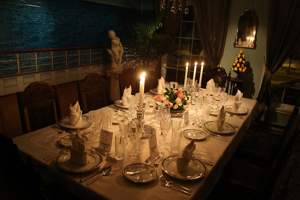 Come and Dine Table setting.