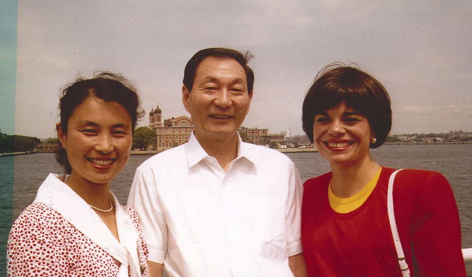 Ginny and Li Li with Zhu Rongji_edited.j