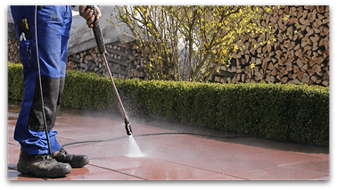 man-cleaning-patio-600px.png