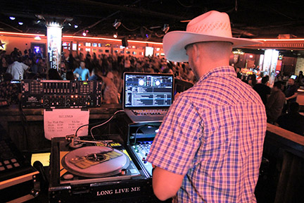 Live DJ at Thirsty Horse Saloon