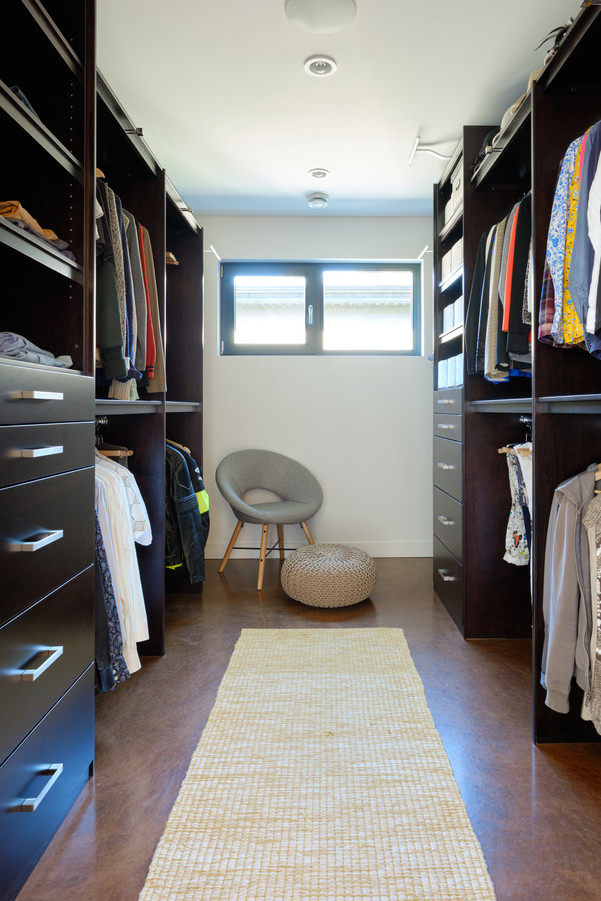 2nd Floor Master Walk-In Closet