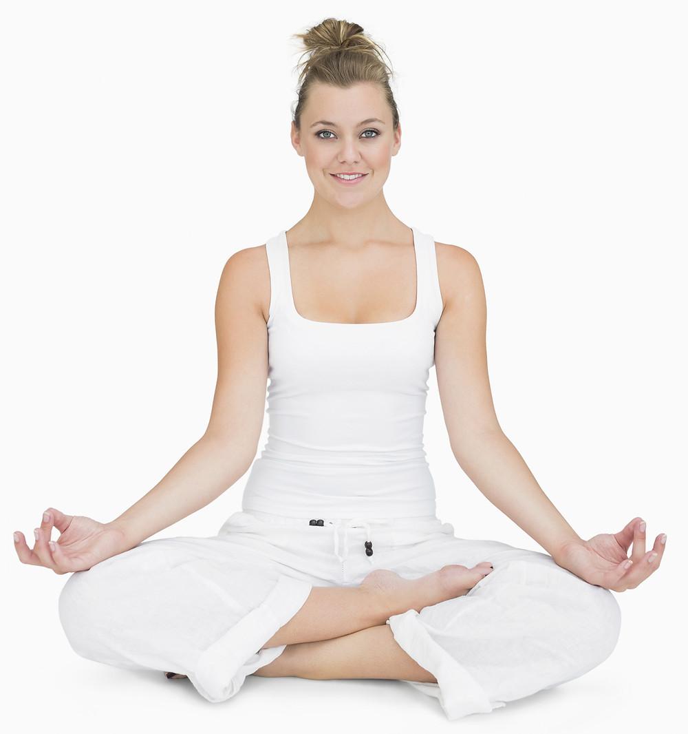 Meditación; enfoca la mente en la respiración.