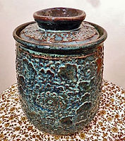 BLUE%20TEXTURED%20POT%20WITH%20LID_edite